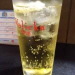 新宿三丁目「吉野」琥珀色の酎ハイ200円とボリューミーなアテで一息!賑わう安ウマ大衆酒場