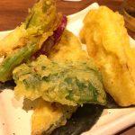 新宿「さ竹」コスパ高な野菜天ぷら盛り250円で生ビール150円をグビっと!セルフ式の十割蕎麦屋