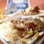 綾瀬「江戸っ子」やっこ風クリームチーズで酎ハイをグビっと!100円アテが嬉しい激安立ち飲み