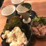 埼玉-北浦和「COVO」地酒3種・つまみ2品の1000円セットが気軽!地酒が楽しめる日本酒立ち飲み