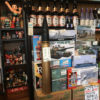 川崎「千里屋酒店」プラモデルや懐かしキャラに囲まれながら一杯!昼飲みもできるプラモ屋併設の角打ち