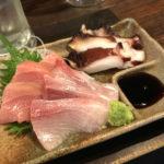 鷺ノ宮「立ち飲み ひらめいた」選べる刺身三種盛りに舌鼓!刺身が安くて美味い気軽な立ち飲み