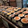 大宮「なごみ」煮込みハンバーグで昼からちょっと一杯!100円つまみがずらりと並ぶセルフ立ち飲み