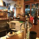 神戸-和田岬「ピアさんばし」客船キャビンのようなU字カウンターで一杯!元気をもらえる角打ち
