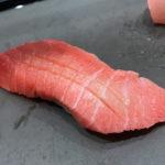 横浜「立ち食い鮨 鈴な凛」本格的なお鮨で贅沢気分!昼飲みもできるアソビルの気軽な立ち食い鮨