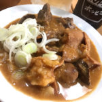 巣鴨「ナニコレ食堂」朝酒・昼酒もできる巣鴨の楽園!牛もつ煮込みが美味しい市場前の食堂