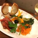 高円寺「Tokyo-ya(東京屋)」ワインと盛り合せで美味しい一杯!輸入食品店の気軽な立ち飲みバル