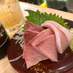 横浜「みなと刺身専門店 2号店」お刺身ほぼ300円均一!魚料理が安くて美味い活気のある立ち飲み