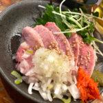 五反田「もつ焼き だるまちゃん」上タン肉刺しに舌鼓!気軽で美味しいもつ焼き立ち飲み