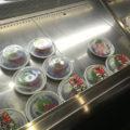 中野「魚屋よ蔵」ショーケースのお刺身・お惣菜280円均一!お魚で気軽にちょっと一杯できる立ち飲み