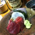 名古屋-今池「マグロー」赤星大瓶450円と刺身で一杯!握りもつまみも楽しめる人気の寿司立ち飲み