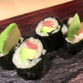 新宿「立ち寿司横丁」立ち食い限定でサワー&ハイボール190円!昼飲みもできる気軽な立ち食い寿司